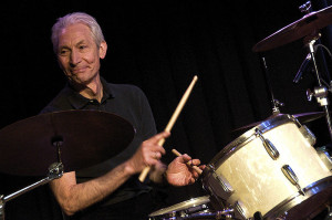 800px-Charlie_Watts_on_drums_The_ABC_&_D_of_Boogie_Woogie_(2010)